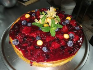 Berry cheeaecake at Waterside Lodge